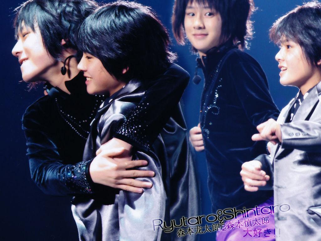 这张图里森本龙太郎和慎太郎是在演唱会上吗 哪场?