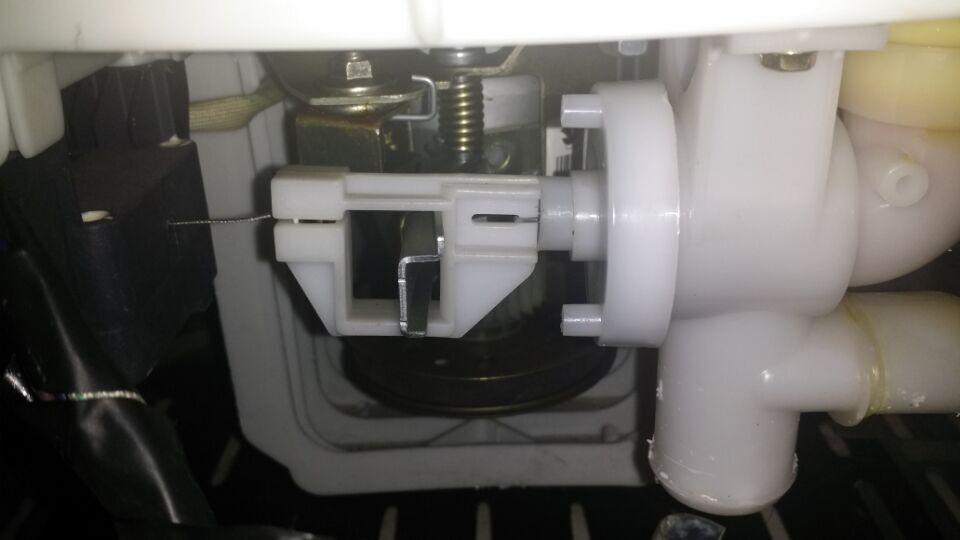 小天鹅洗衣机排水阀怎么拆?