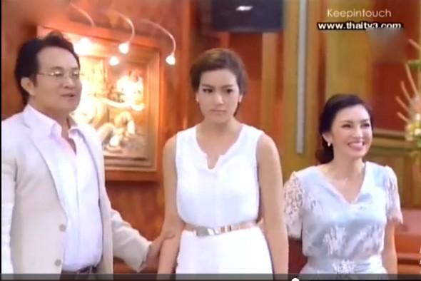 泰剧假扮女佣2012 最后一集女主唱歌时穿的连衣裙是什么品牌的.