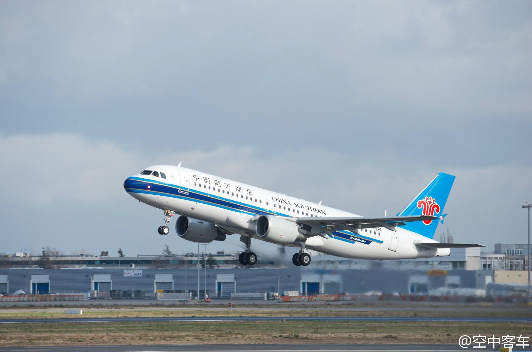 春秋航空a320-200和南方航空a320图片各一张,要高清图片