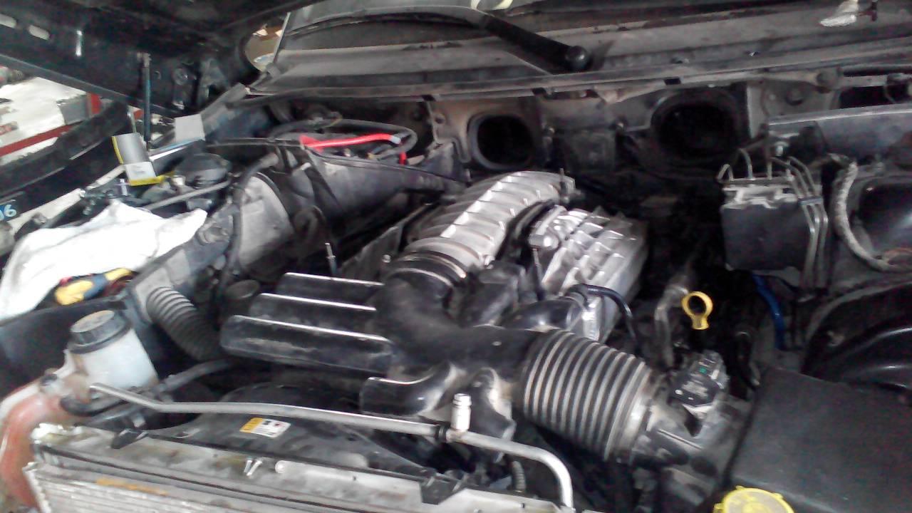 路虎揽胜4.2发动机刚开始加油们还可以过会加油们加不