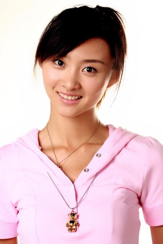 主持人    粉丝名:花蕾  2009年参加综艺满天星 越玩越开心 粉丝口号