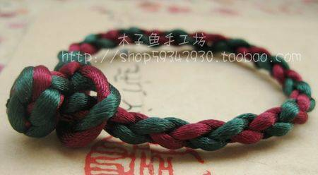还是4股红绳编的,求编法图解