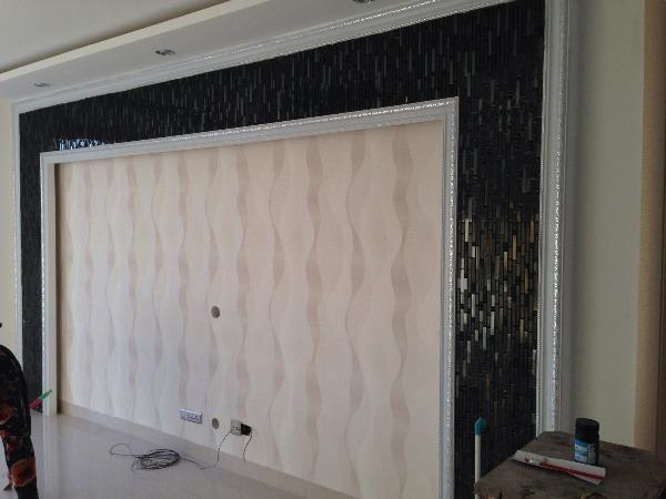 背景墙边框黑色马赛克配什么壁纸