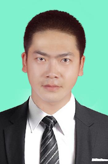 请帮我ps张一寸照片,背景颜色:淡蓝色,着黑色西装,白衬衣,戴领带.