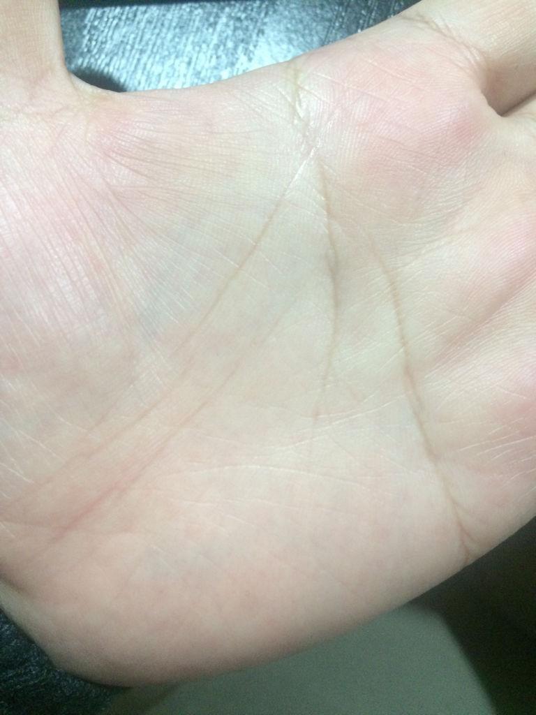 我这抬头纹好深啊,有什么面相么,附带手纹帮忙看看