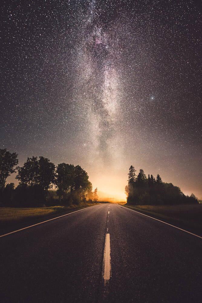 求夕阳的或者黑夜,星空的动漫风景图竖着的,超清,是超