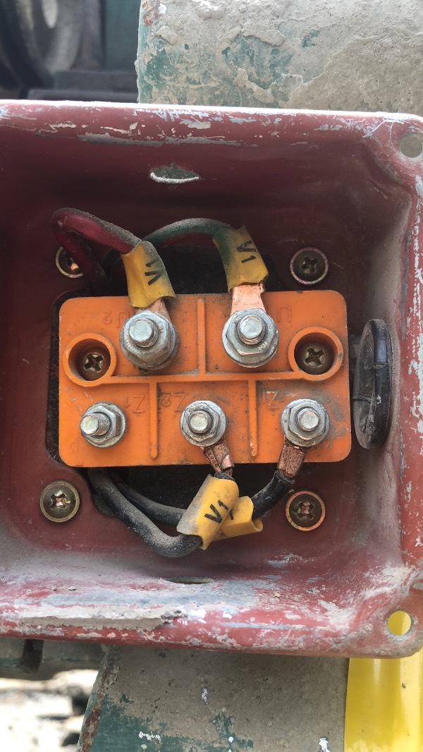 求单相双值电容异步电动机 接线和倒顺开关接法