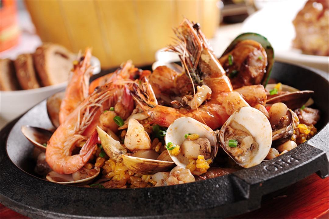 梦见黑天喝酒吃海鲜是什么意思