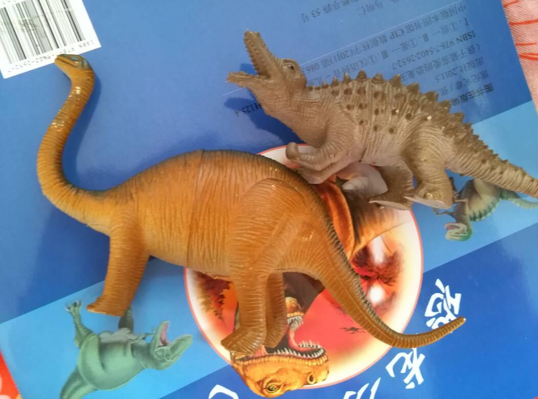 求这两只玩具恐龙名字,要准确