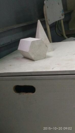 求大神用素描把这个六菱柱跟四菱锥画一下,尽量详细一