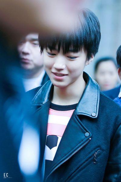 王俊凯笑起来的照片集图片