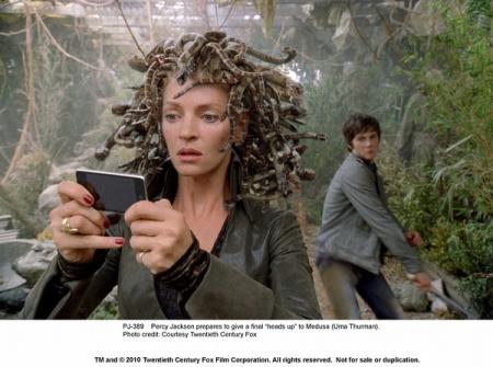 有部美国怪物男主拿着杜美沙的头对付九头尺度大电影电影少女美国图片