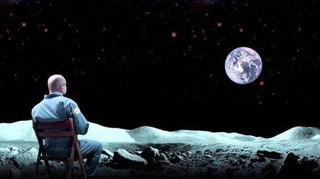 月球是地球的卫星,作为卫星却有主星的四分之一大,这正常吗?