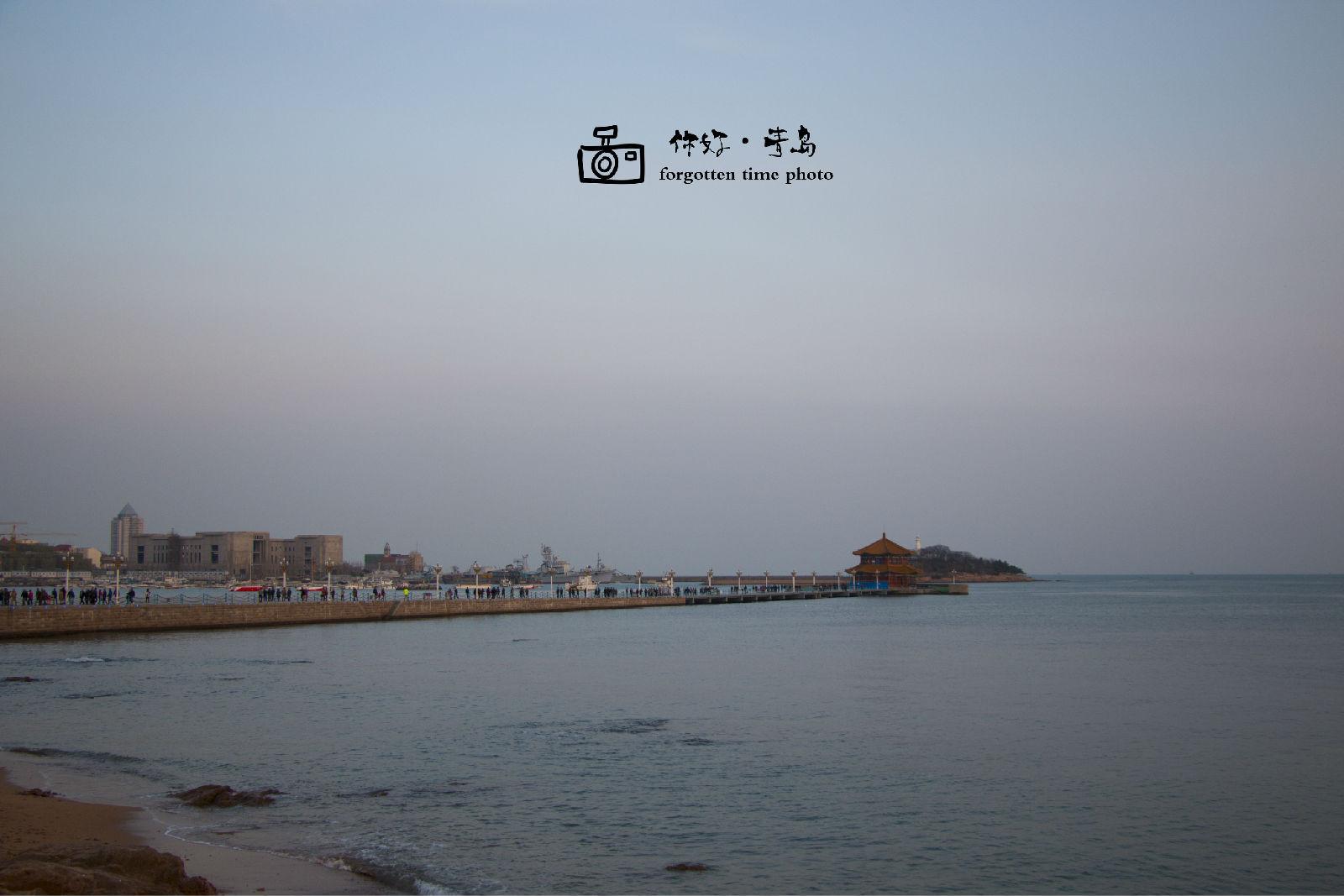 来栈桥也可以早上来,青岛话叫做赶海儿~海水退潮,可以在海滩上拾取