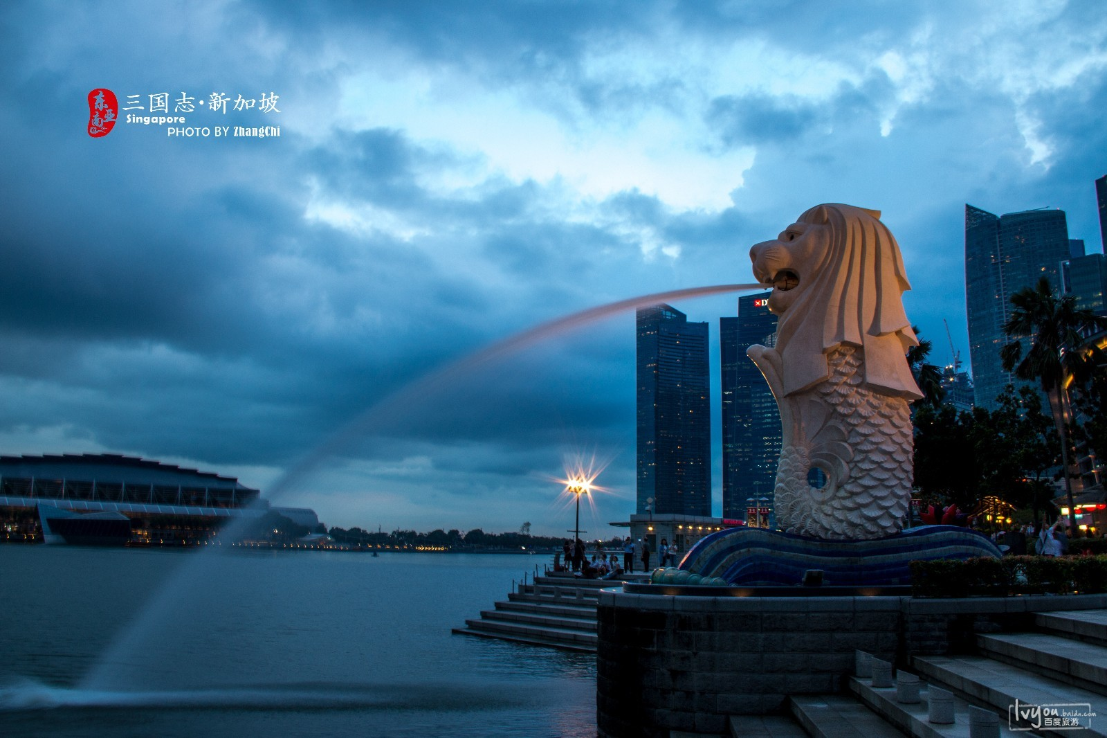 鱼尾造型,既代表新加坡从渔港变成商港的特性,也象征着当年飘洋过海