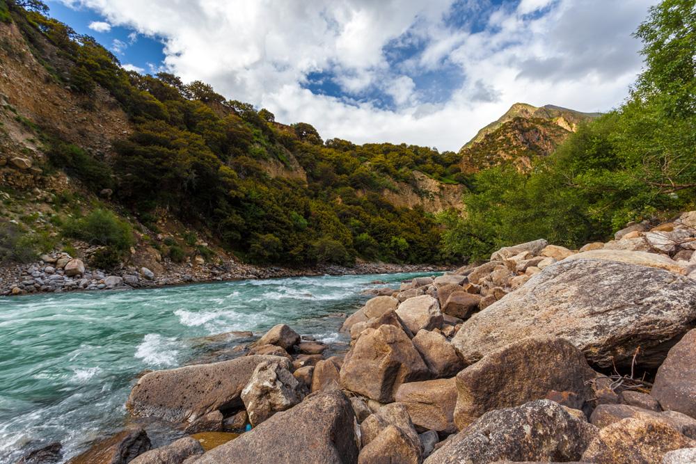 川藏线旁的风景图片