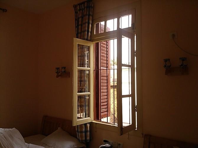 房间里的小窗户,简单又复古.图片