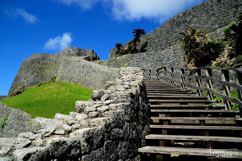 城墙和攀登阶梯图片