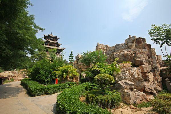 李家花园,假山上有个亭子,可以俯瞰大院全景.图片