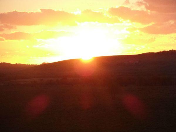 还有一半的太阳图片