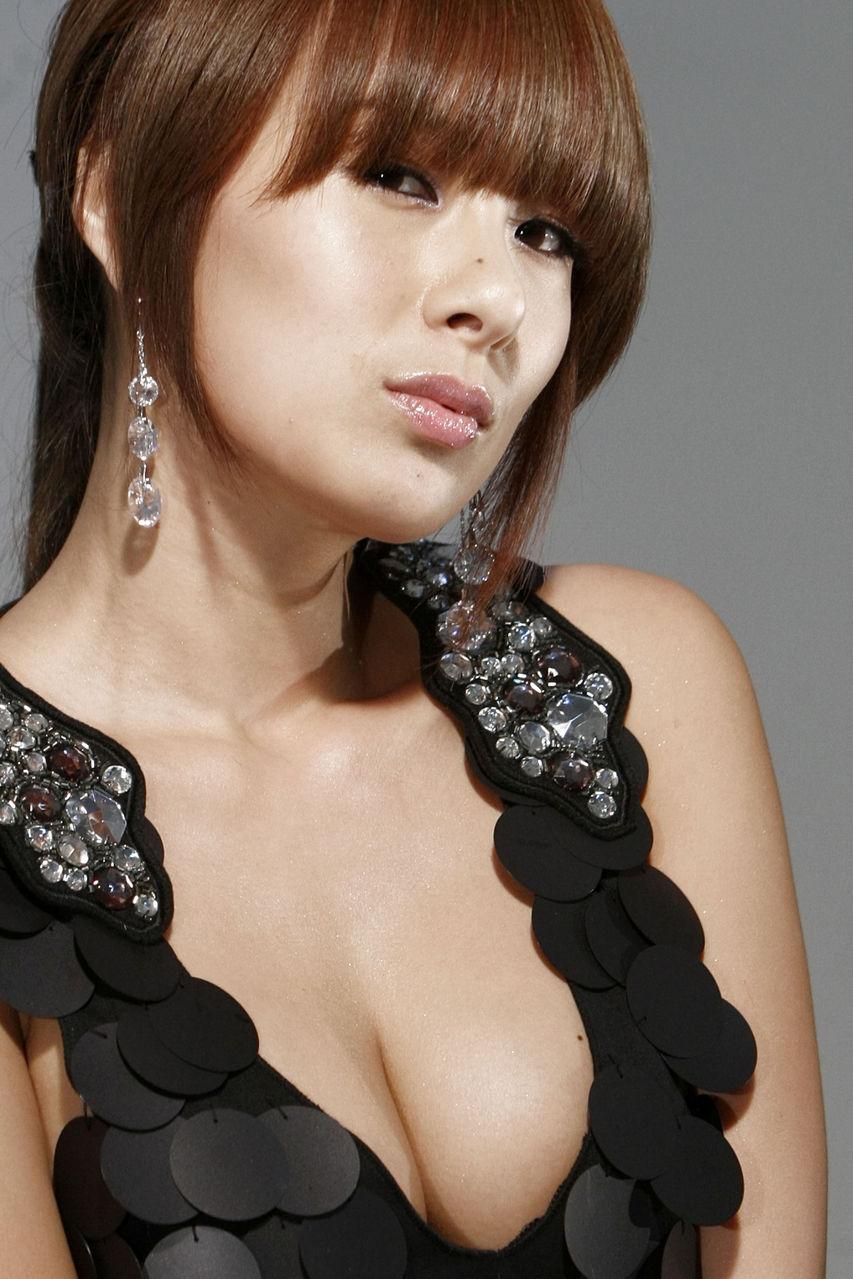 谁有蔡妍胸部的性感图片?