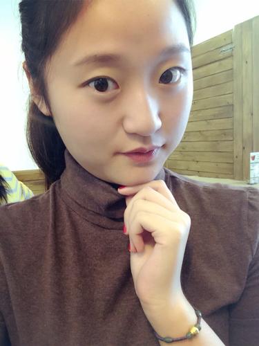 女生�yg��i)�aj_这女生光看照片给人什么感觉?
