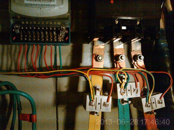 三相四线制电表互感器嗡嗡响