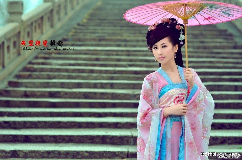 嫩妹妹爱色百度_古代女子撑伞漫步江南雨中 图片_百度知道
