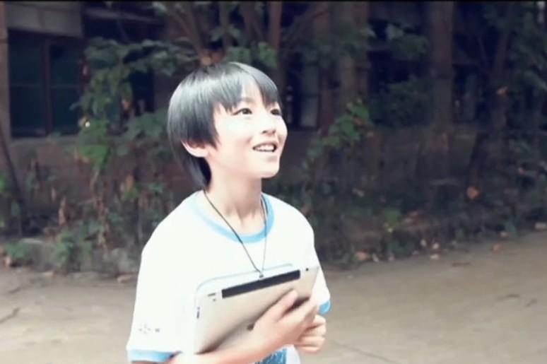 tfboys王俊凯小时候拿着ipad奔跑 这张图片是哪个mv或者视频里的?