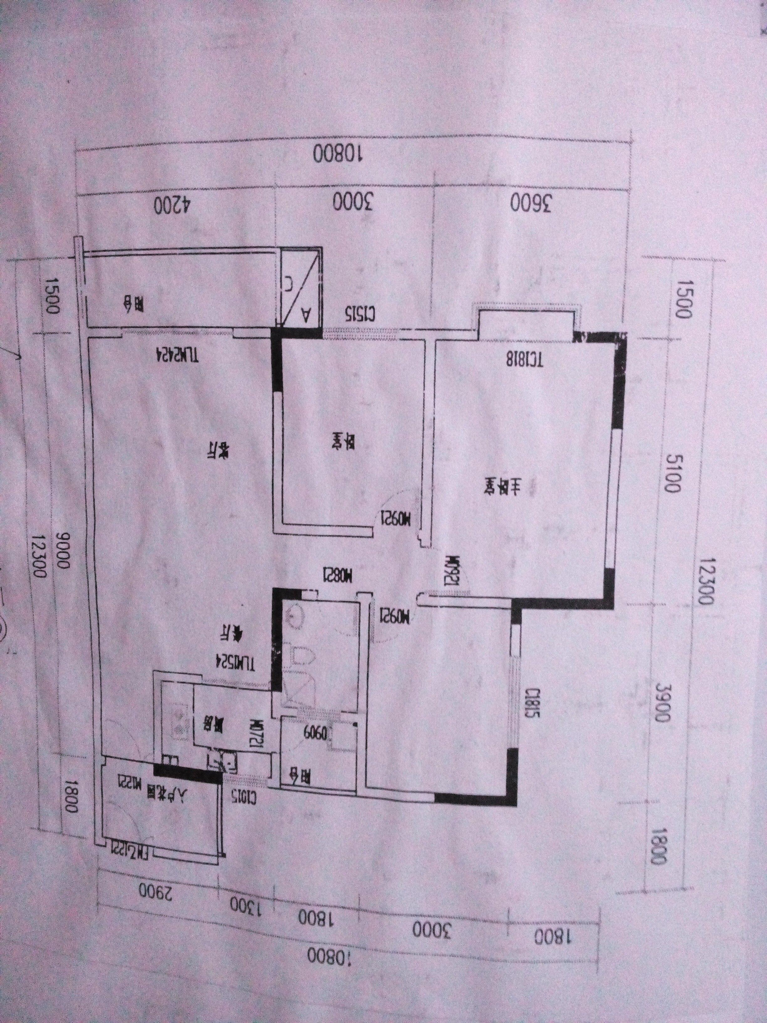 我的房子是三室一厅一厨一卫的建筑面积112,室内面积100吧,客厅有个