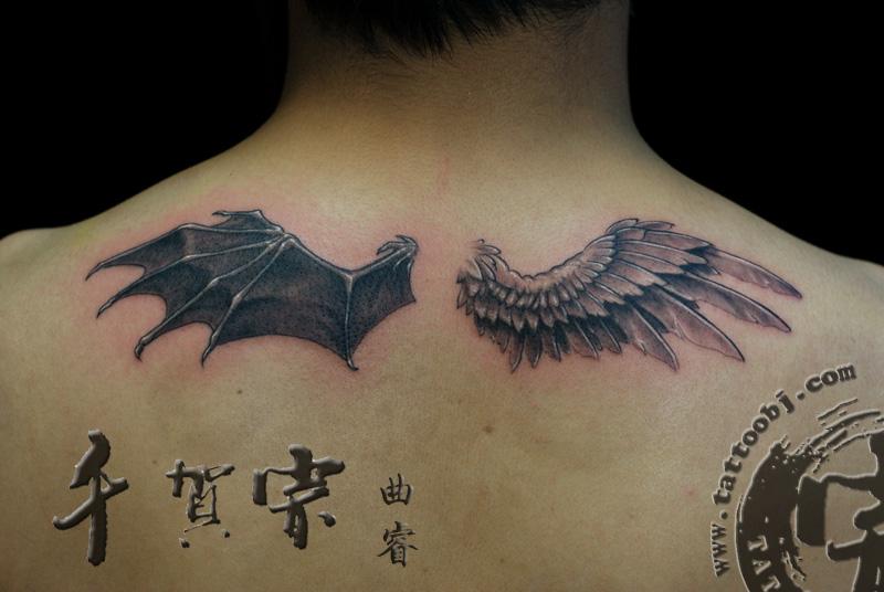 跪求一张左边恶魔翅膀右边天使翅膀的天马纹身图案,希望大家能帮帮忙图片