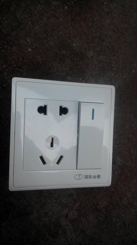 这个一开关双插座怎么接线
