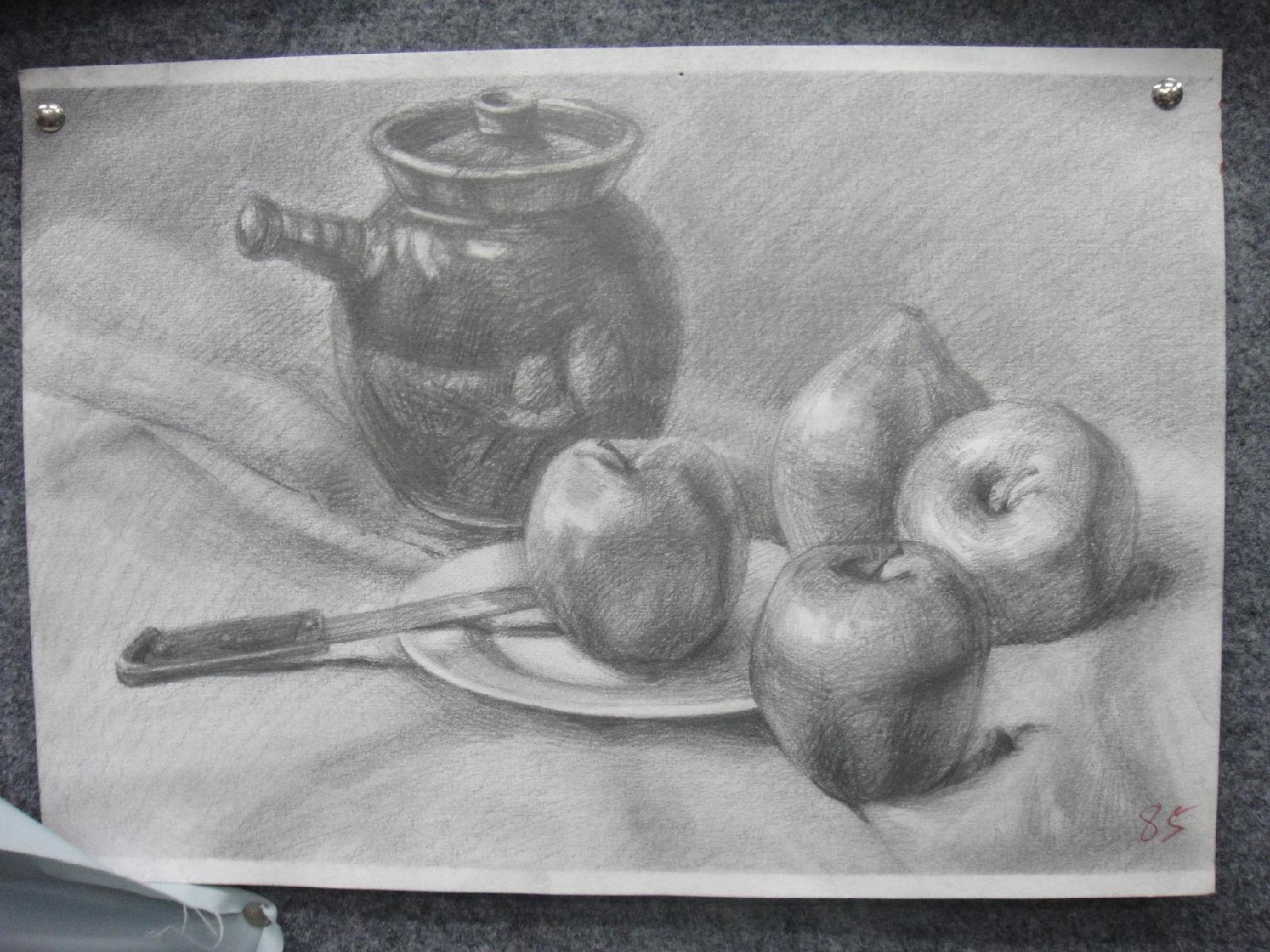 怎样画三个不同姿态的苹果素描的?图片