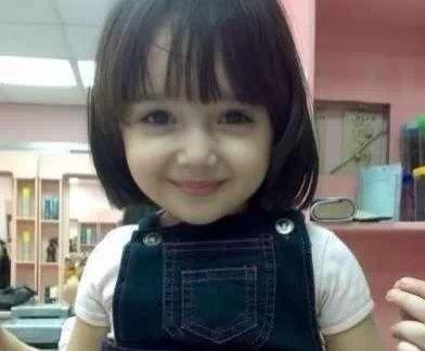 有没有人知道这个小女孩的名字?是童星嘛?好喜欢图片