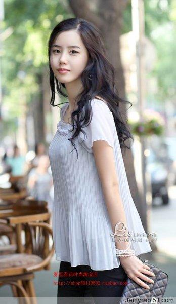 有谁知道这个淘宝网女模特的名字吗?