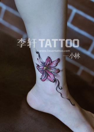 谁有适合女生的小纹身图案,最好是花朵的,纹在肩头或脚踝上的