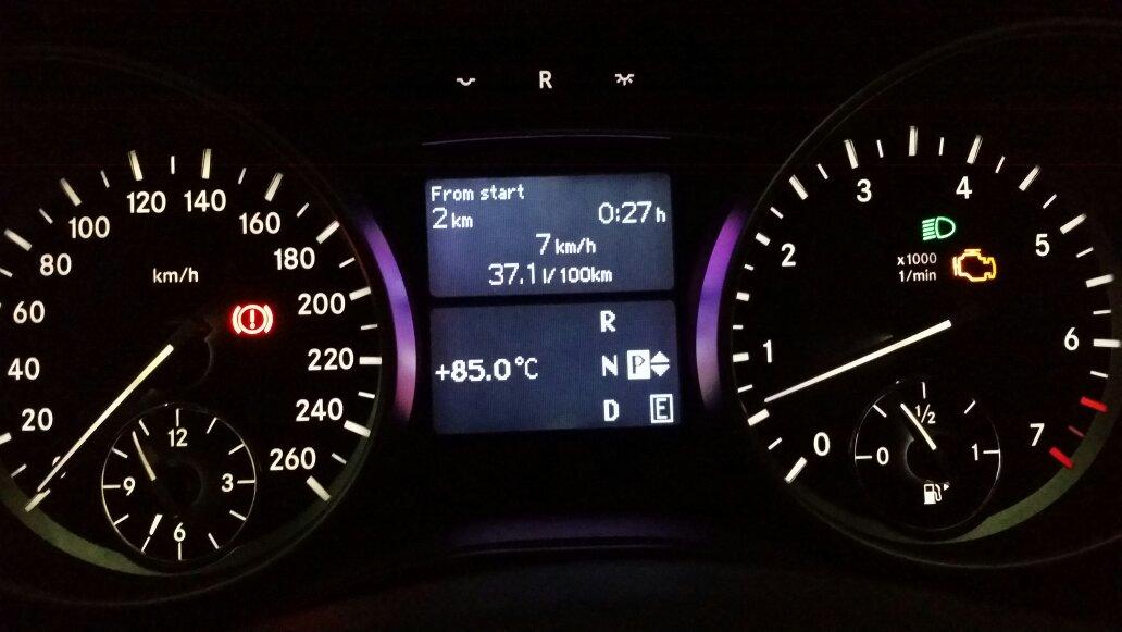 奔驰2015r320今天开的时候仪表盘上提示+85,故障灯亮