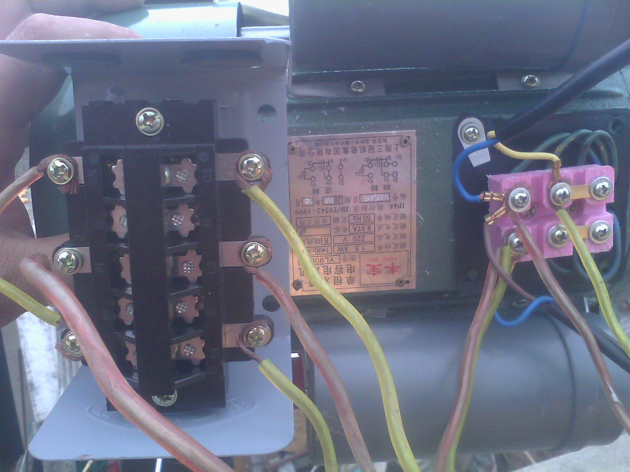 这种接法正确吗?220v双电容电机加正反开关.在线等.开关是自带接好的图片