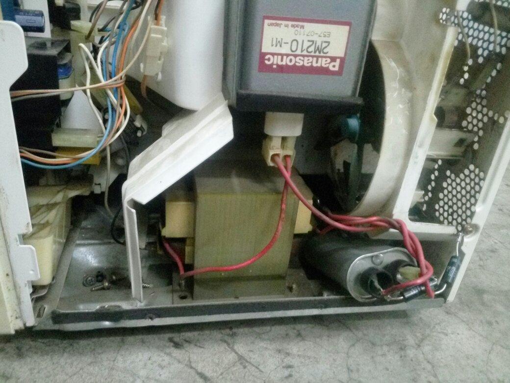 松下微波炉电容怎么接线最好带图电容一边一个脚,一边