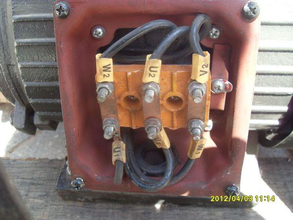 高压电机为星型接法,出来六个接线柱,分别是u1.v1.w1和u2.v2.