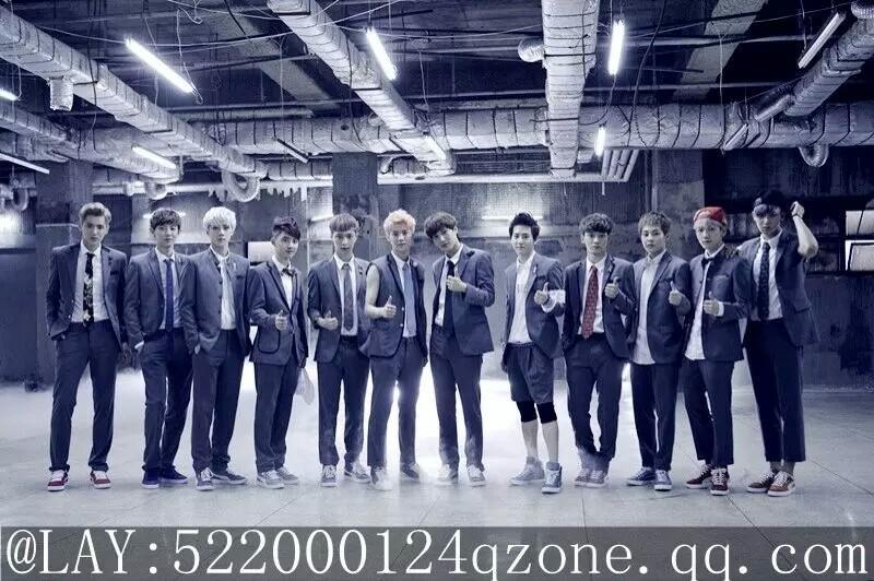 我想要几张exo集体的照片十二人的拜托
