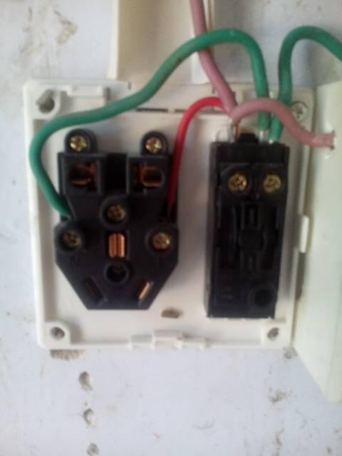 三孔插座两孔插座一个开关怎么接线