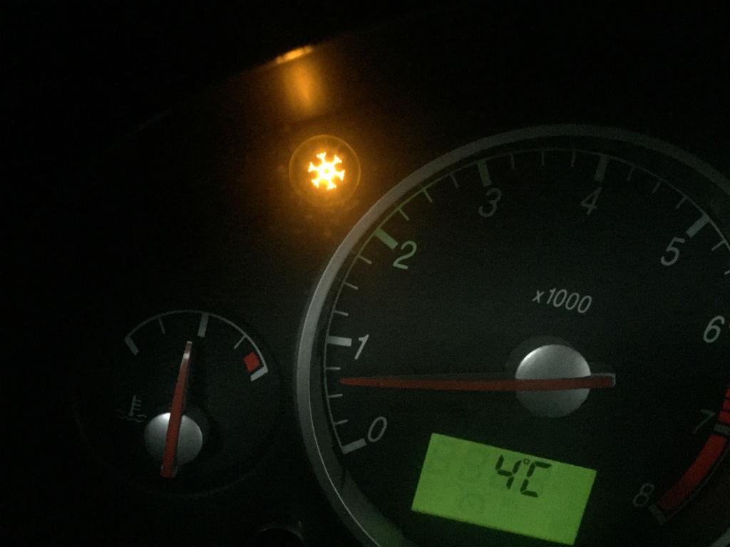 这是什么灯呢,什么问题呢,2004年福特蒙迪欧图片