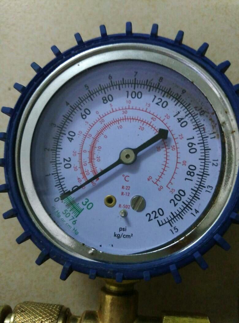 请问这个空调压力表怎么看?我买回来要加空调雪种都不