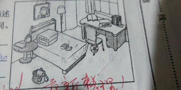根据图片所给的内容,写一下你自己的房间用英语,加汉语意思图片