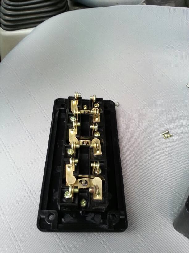三相电动机的倒顺开关怎样接线?