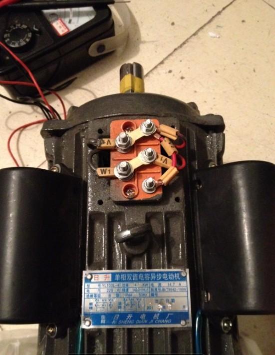 单相双值电容电机怎么接倒顺开关?