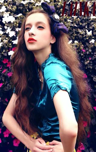 欧美范中文名_问一下这位红唇长卷发欧美范女生叫什么名字 还有她类似的照片吗 谢谢