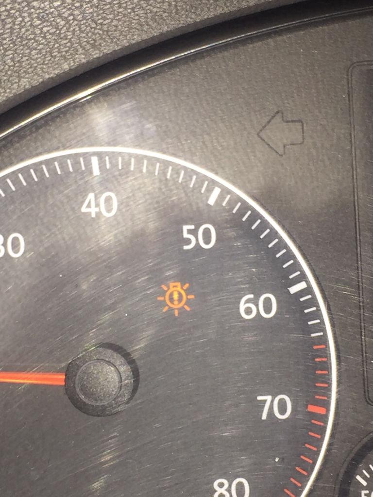 请问这个图标是什么意思,车子是速腾